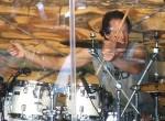 Lee zahřívá bubny