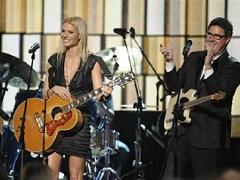 Gwyneth Paltrow & Vince Gill